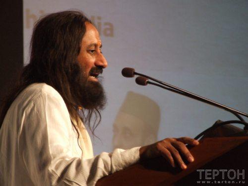 Шри Шри Рави Шанкар на трибуне конгресса