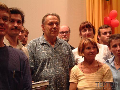 Доктор Гроф и участники семинара, проходившего на берегу Финского залива в 2001г.
