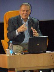 Доктор Станислав Гроф читает лекцию (фото1)